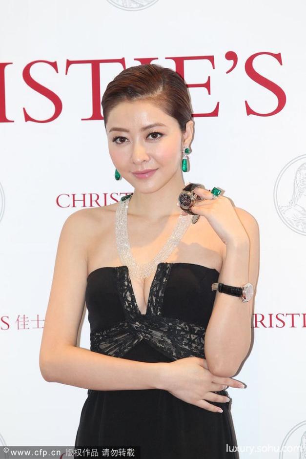会担任模特儿,当天她佩戴的珠宝价值超过八千万,熊黛林坦言也很想拥有