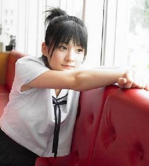 日本校园里的制服美少女清纯可爱