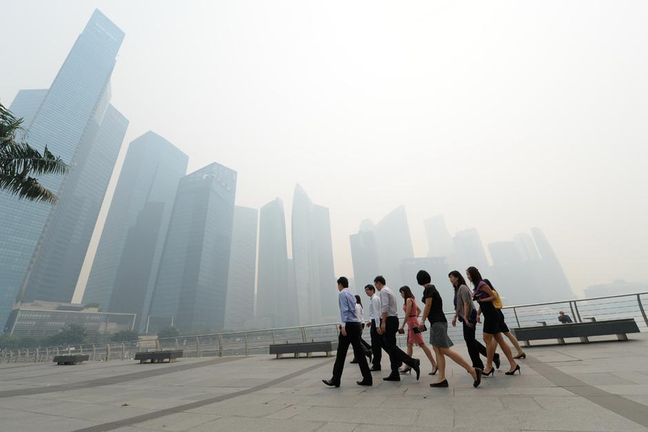 口罩出行 新加坡雾霾刷新历史-新闻图片库
