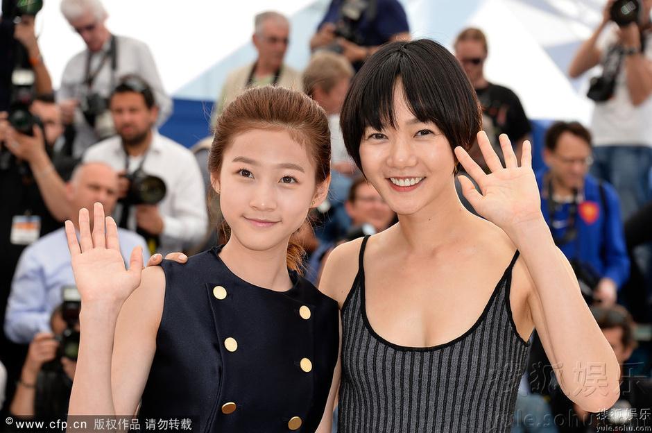 戛纳电影节《道熙呀》发布裴斗娜小秀香肩唐人街歌曲神探电影图片