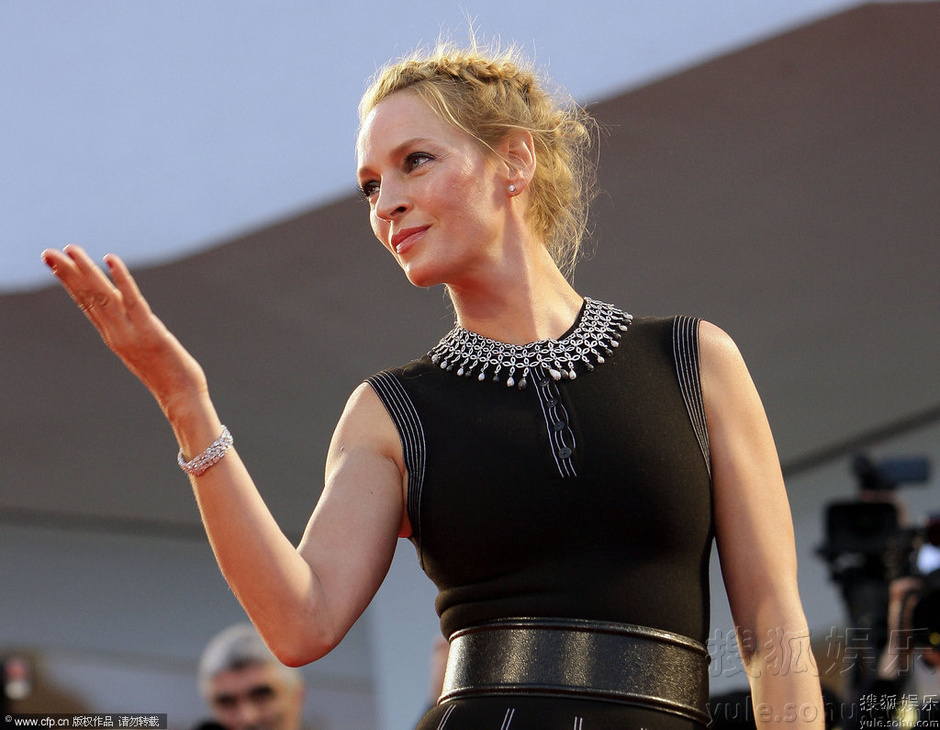 《女性瘾者2》首映 夏洛特 甘斯布皮衣真空上