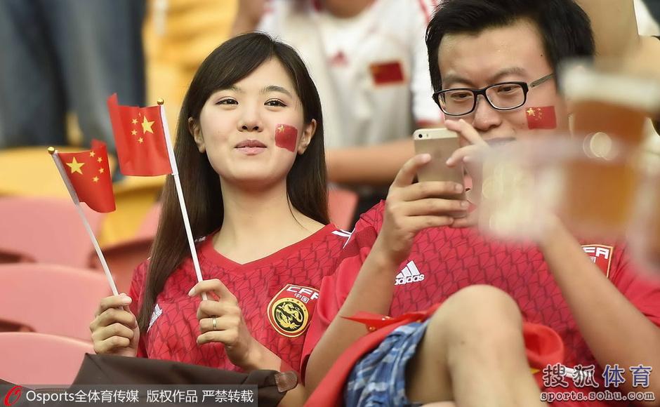 亚洲杯10日美女汇总:丰满妹子抢镜 PK高冷美人