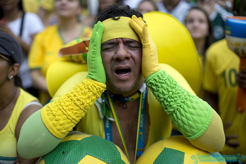 【转载】 高清图:两小时后的惊心动魄 巴西球迷哭着庆祝