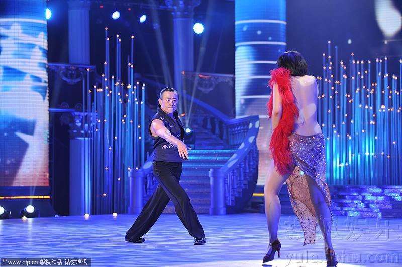 周立波《舞出我人生》拉美女劈腿扭臀大跳热舞