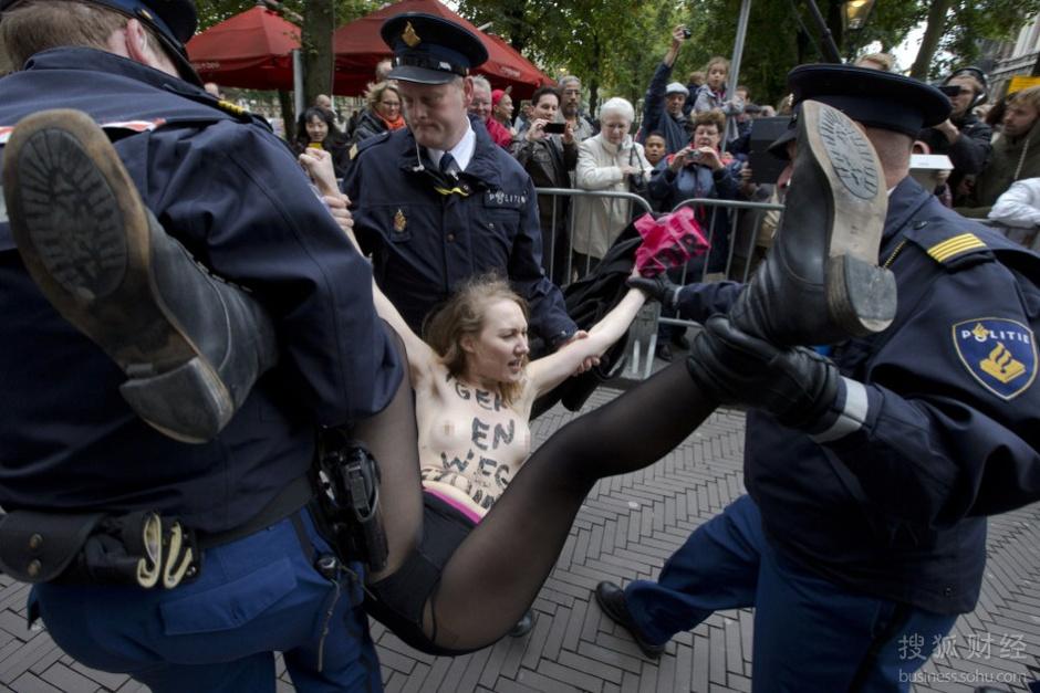 荷兰减情趣女子裸胸黑丝抗议自动机预算里面什么卖图片