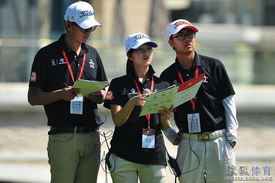 北京时间7月24日,2013别克•中国高尔夫球俱乐部联赛北二区分区赛在河北艾力枫社高尔夫俱乐部拉开战幕。来自河北、北京两地的会员组和专业组共19个俱乐部25支代表队将对北二区四个晋级名额发起冲击,一场精彩的战斗正在上演。