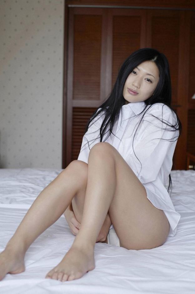 少妇熟女艳情小�_【转载】 日本情色女王坛蜜拍床照 施展熟女诱惑