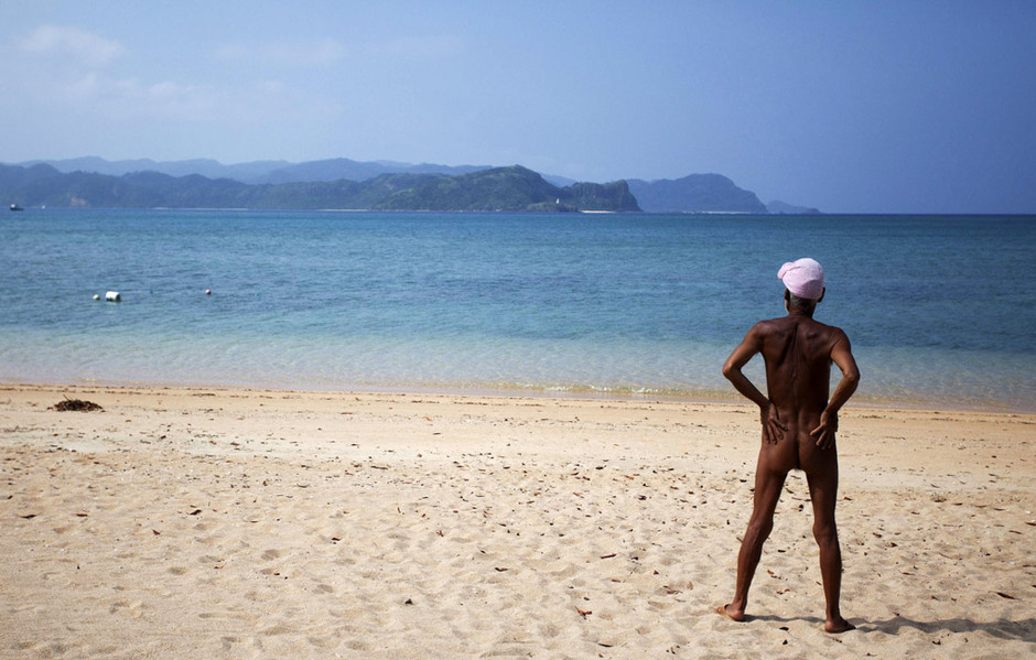 76岁老人赤身裸体孤岛生活 - 博爱老倌 - 博爱老倌
