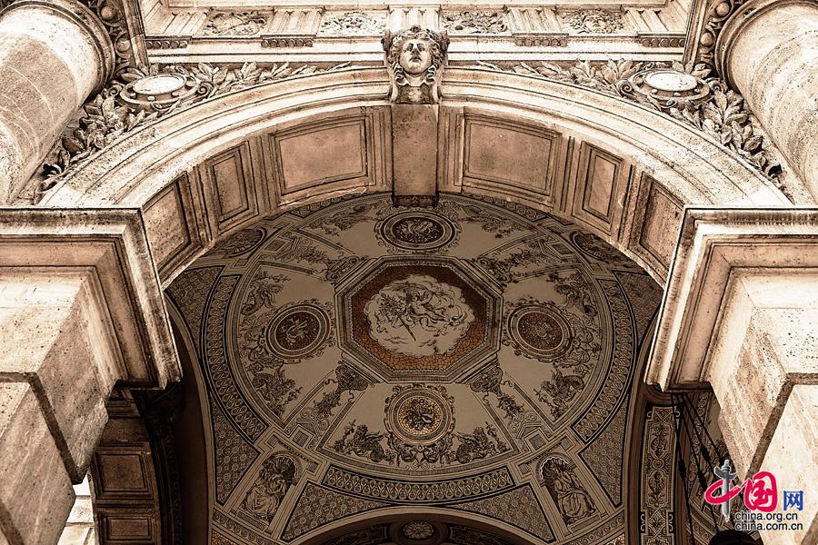 歌剧院,装饰着当时匈牙利顶级艺术家的绘画和雕塑