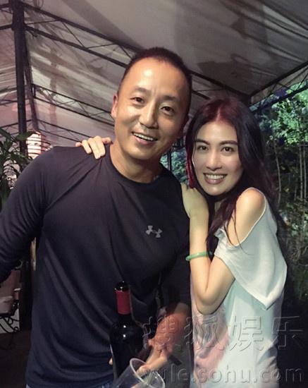 tvb金牌制片人庆生 叶璇宣萱两代花旦聚首图片