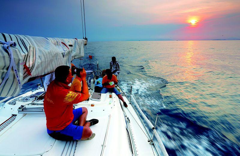 高清图:环海南岛帆船赛图集 碧海蓝天扬帆远航