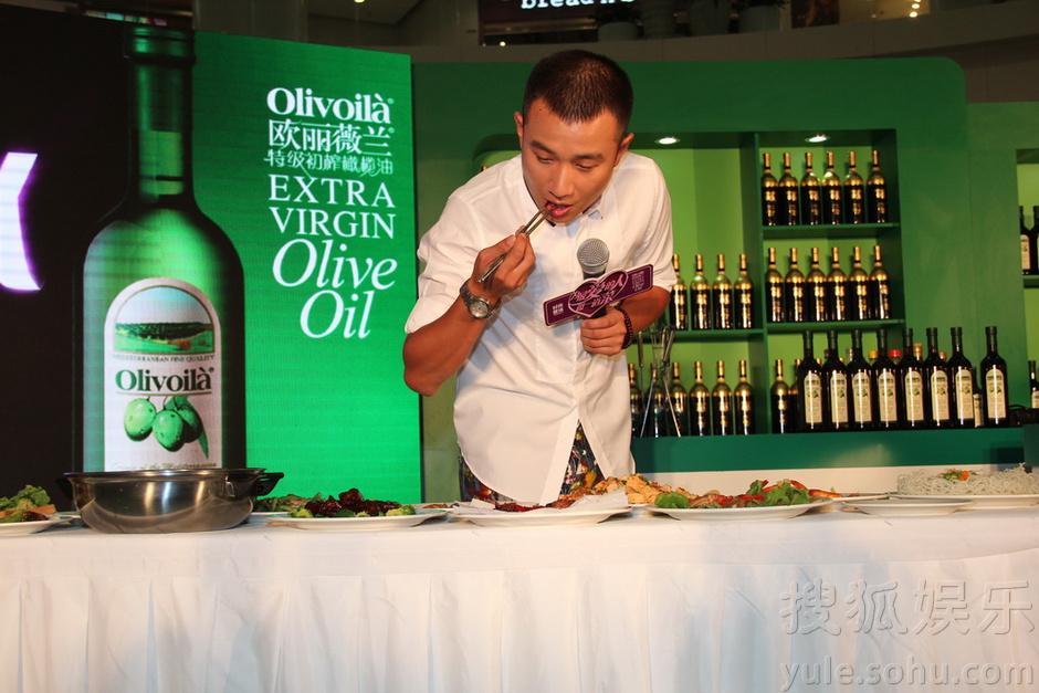 文章自曝厨艺一般 上美食节目只为谢霆锋-娱乐