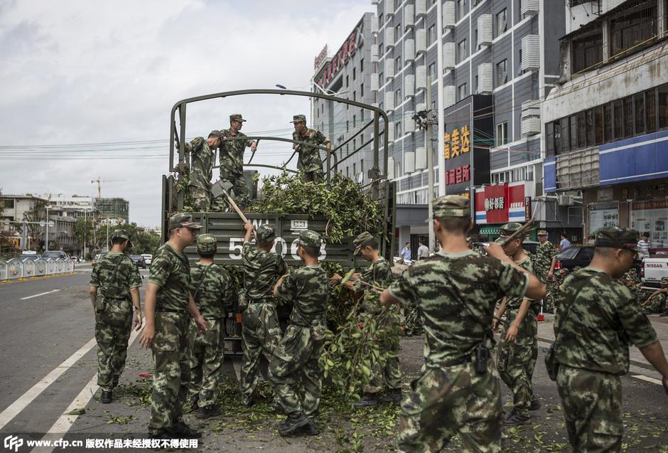 广东/广东:台风刮倒看守所围墙 在押人员被转移 (1/4)