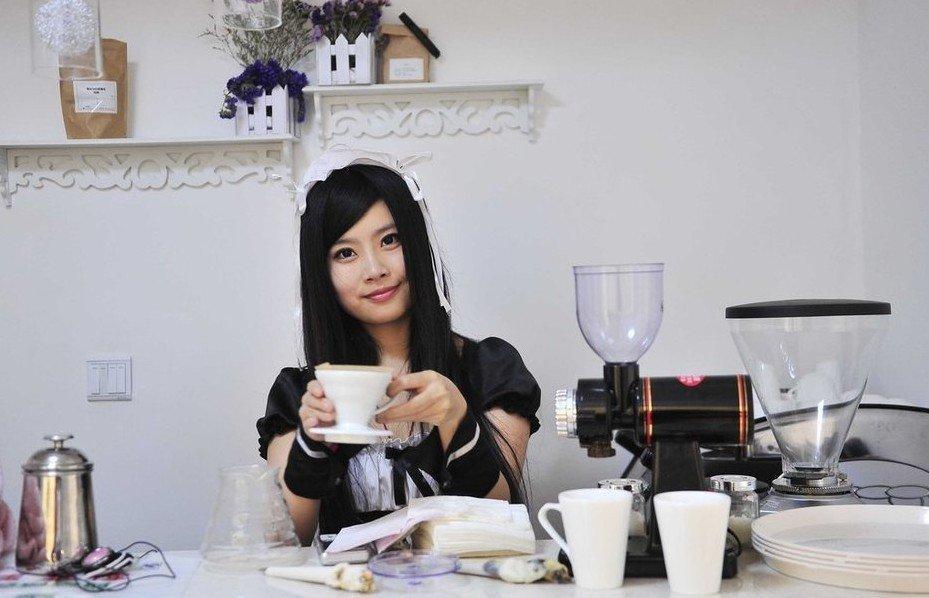 包养南宁女大学生_90后女大学生开女仆咖啡厅 主要服务宅男