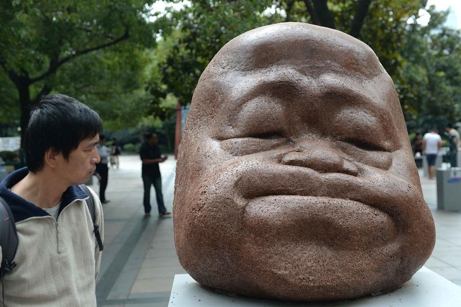 """莫言雕塑亮相上海——莫言有这么丑吗?还被赞""""萌萌哒""""呢——转载于搜狐大视野 - 江南一叟 - 江南一叟新闻眼 朋友您好,江南一叟欢迎您"""