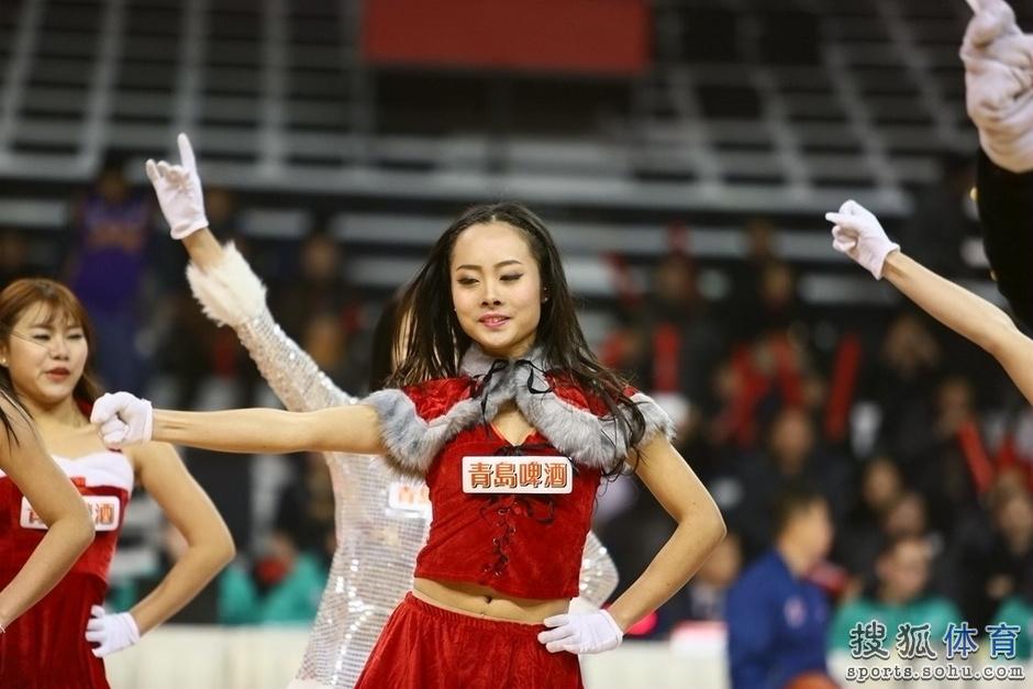 组图:重庆篮球宝贝性感热舞 靓丽美女清纯可爱
