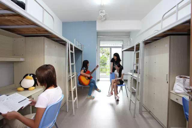 中国大学宿舍PK加拿大大学宿舍7971192 教育