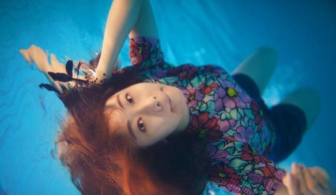 今夏最唯美水下毕业照,难度指数★★★★★.ps:水下摄影有