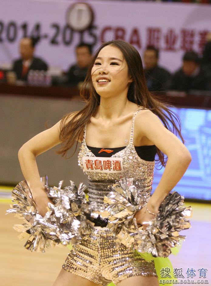 组图:江苏篮球宝贝热舞助阵 清纯美女身材苗条