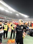 高清:鲁能保级答谢球迷 王大雷举喇叭眼眶湿润