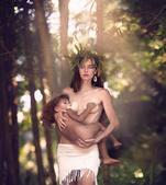 长久以来,妈妈们经常因为当众哺乳孩子被他人指指点点甚至指责不知羞耻,摄影师赖文提-艾雯丝针对这一现象...