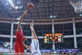 高清图:国奥男篮轻取立陶宛男篮 丘天篮下强攻