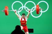 前方图:黎雅君出战女举53公斤比赛 奋力举杠铃