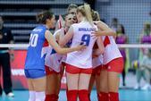 高清图:塞尔维亚女排3-2美国 苦战5局众将欢庆