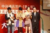黄磊出席《男人帮》活动 自认不是手机依赖者