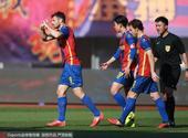高清:青岛黄海2-0永昌 拉基奇破门心形手势庆祝