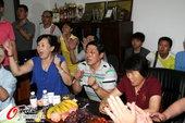 高清:张继科加冕双冠王 父母家中庆祝开心不已