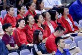 高清:中国女排观战比赛 众将欢乐谈笑表情轻松