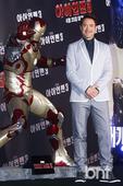 搜狐韩娱讯 4月4日上午,好莱坞明星小罗伯特-唐尼(Robert Downey Jr.)出席在首尔汝...