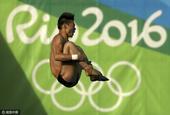高清图:跳水男10米台预赛 陈艾森邱波强势晋级