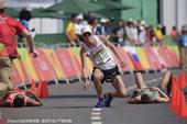 高清图:男50公里竞走决赛 多选手体力不支瘫倒