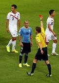 高清图:2014世界杯首张红牌 佩雷拉恶犯遭驱逐