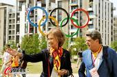 2012年8月12日,2012年伦敦奥运会,西班牙王后索菲亚到访奥运村。 更多奥运视频>> 更多奥...