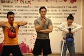 搜狐娱乐讯 今晚,《减出我人生2》将于21点20分继续在江苏卫视黄金档播出,刚刚捧获两项音乐大奖的谭...