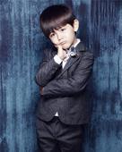 10月10日是诺一雪梨6岁生日,一组高清写真福利曝光,真·宇宙混血小王子·诺一雪梨眼神清澈,一身帅气...