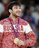 高清图:柔道俄罗斯名将摘金 领奖台上会心一笑