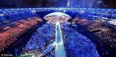 高清图:奥运五环被点亮 现场烟火绚烂缤纷夺目