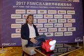 高清图:萨尔加多合影搜狐萌狐 黄健翔现场助阵