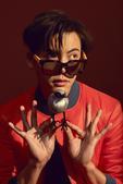 """搜狐娱乐讯 日前启动的芭莎""""公益星设计""""第三季,力邀当红小生陈伟霆加盟,合作推出""""绝士雅痞""""系列眼镜..."""