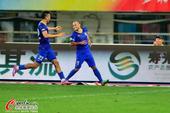 高清:布鲁诺爆发狂奔庆祝 困境阿尔滨9轮首胜