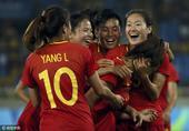 高清图:中国女足2-0南非 铿锵玫瑰演忘情庆祝