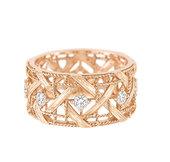 金色在时尚界一直是不退潮的经典色,Dior的My Dior系列、梵克雅宝的玫瑰金戒指……黄金和玫瑰金...