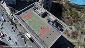高清:沈阳写字楼顶空中篮球场 现已废成散步场