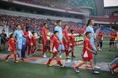 高清图:苏宁2-1胜力帆 将帅赛后激动庆祝胜利