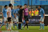 高清:权健1-0卓尔 赵旭日染红被罚下怒吼裁判