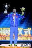 高清:世乒赛男单颁奖仪式 马龙捧起奖杯终圆梦